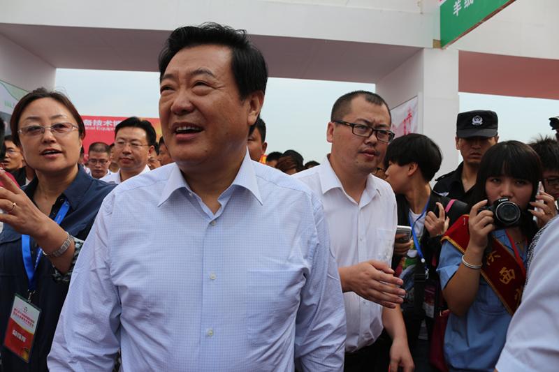 陕西省人民政府副省长李金柱参观展会