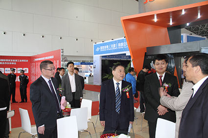 曹林炳懂事长陪同中国煤炭工业协会副会长参观