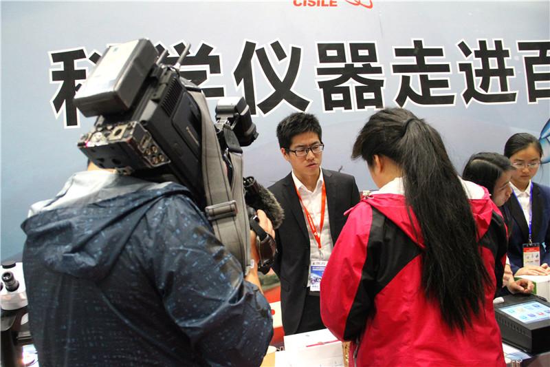 BTV5记者现场采访